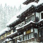 雪質によって雪の重さは全然ちがう! 屋根の雪下ろしのタイミングと注意点など