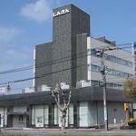 北海道の帯広信用金庫が、強風の落下事故をうけて、26の看板の撤去を早期決断