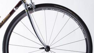 自転車が倒れて、車を傷つけてしまった場合の罪と責任について